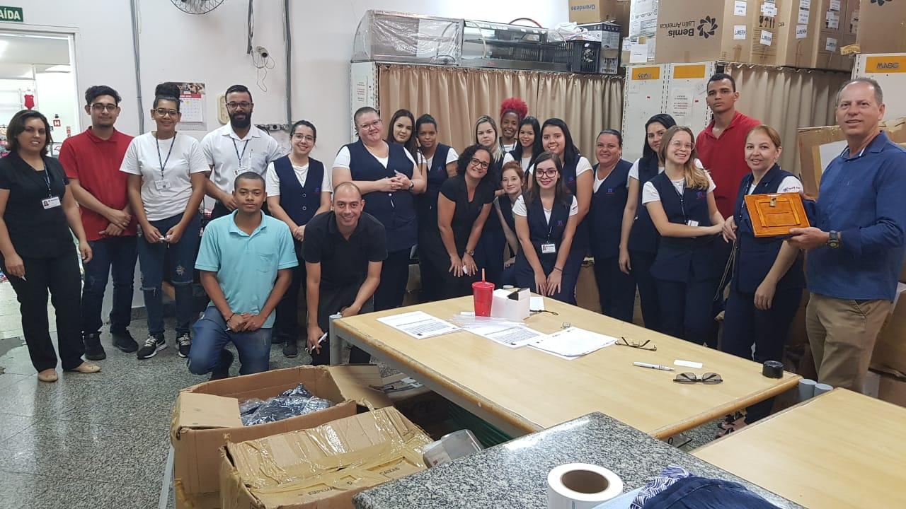 assembleia com os trabalhadores da Têxtil Abril